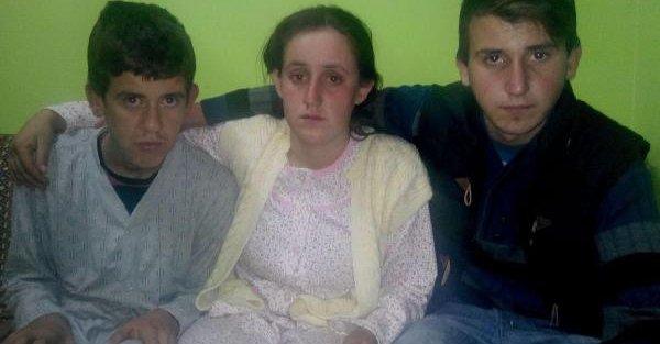 17 Kişinin Öldüğü Kazadan Kurtuldu, Yaralı Annesi Ve 3 Kardeşini De Midibüsten Çikardi