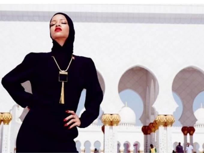 Rihanna, Cami'ye gitti kapandı