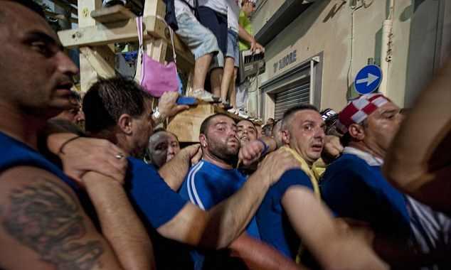 Nasır, İtalyan erkekleri için kutsal hastalık