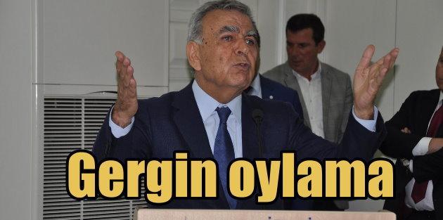 İzmir Büyükşehir Meclisi'nde gergin oylama
