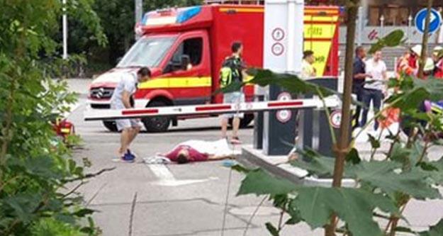 Almanya'da AVM'ye saldırı: 15 kişi öldü