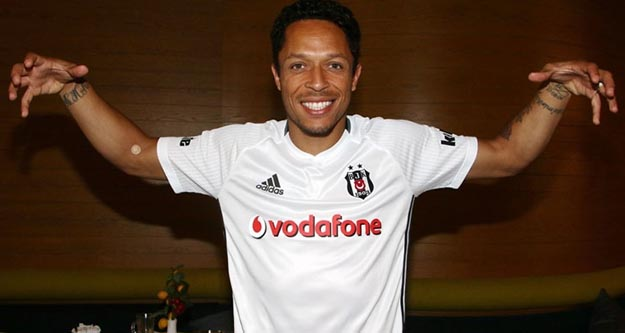 Beşiktaş'ın yeni transferi Adriano kim, hangi takımda oynadı?