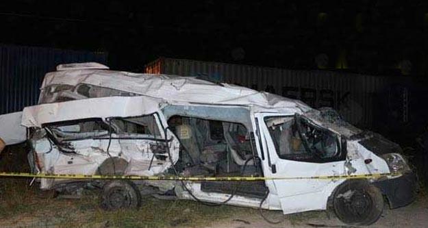 Niğde'de tren servis minibüsüne çarptı: 5 ölü 11 yaralı