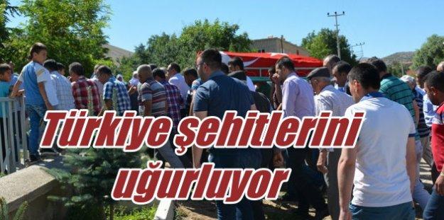 Şehitleri uğurluyoruz; Türkiye darbe şehitlerini uğurluyor