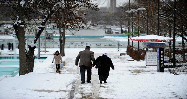 Ankara'da okullar tatil: Kar yağışı okulları tatil ettirdi