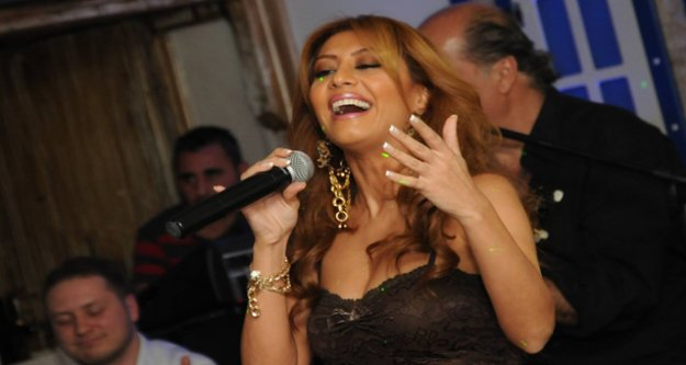 Greek Müziğin kraliçesi Çigdem Denk