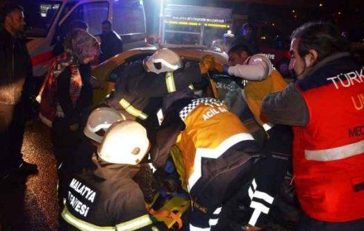 Malatya'da kaza, iki araç çarpıştı 6 yaralı var