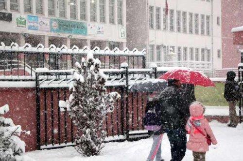 Uşak'ta okullar tatil: Kar yağışı bekleniyor