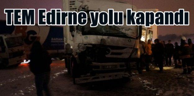 TEM Edirne yolu ulaşıma kapandı: 5 TIR kaza yaptı