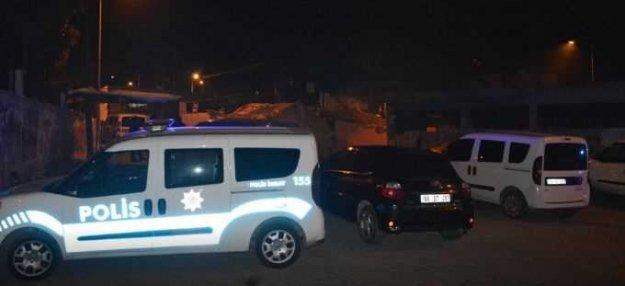Uyuşturucu satıcıları polise sopalarla saldırdı
