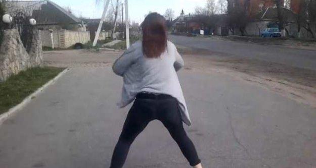 Twerk dansı yapan kız trafik kazasına neden oldu