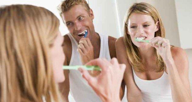 Uzmanlardan kritik uyarı: Diş fırçanızı banyoda saklamayın