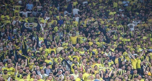 Fenerbahçe'nin şampiyonluk maçı ünlüler geçidine sahne oldu