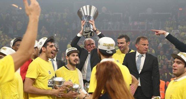 """Obradoviç """"Kalbinde Fenerbahçe aşkı taşıyan tüm taraftarlara teşekkür ediyorum"""""""
