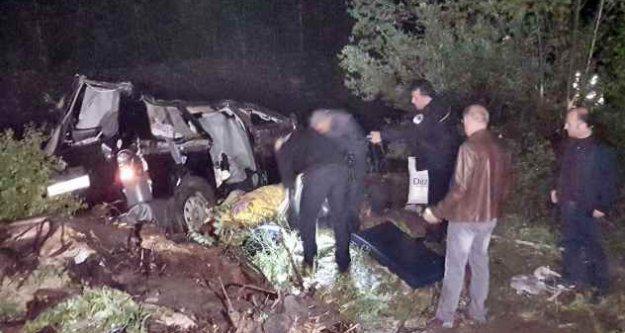 Sivas Suşehri'nde cenazeye giden araç kaza yaptı, 2 ölü var
