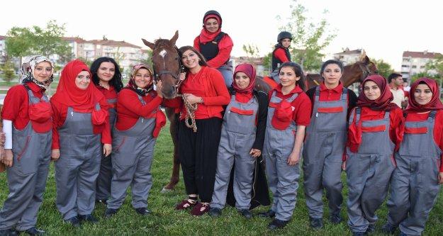Türkiye'nin lisanslı ilk kadın seyisleri mezun oldu