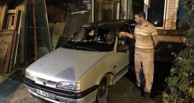 Bursa'da iki otomobil gece yarısı ateşe verildi