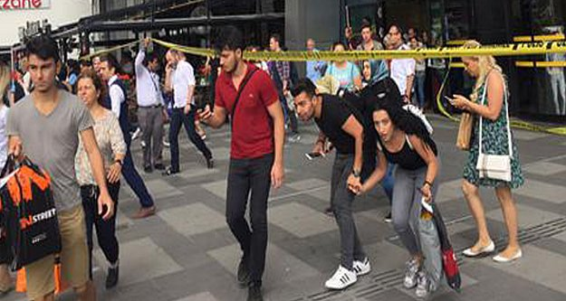 İstanbul'da AVM'de bomba paniği