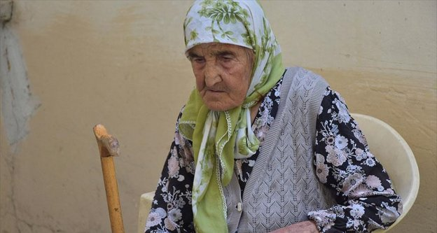113 yaşındaki Fatma nine 15 Temmuz nöbetinde yer almak istiyor