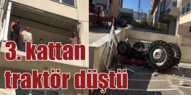 3. kattan traktör düştü: Böyle kaza anca bizde olur