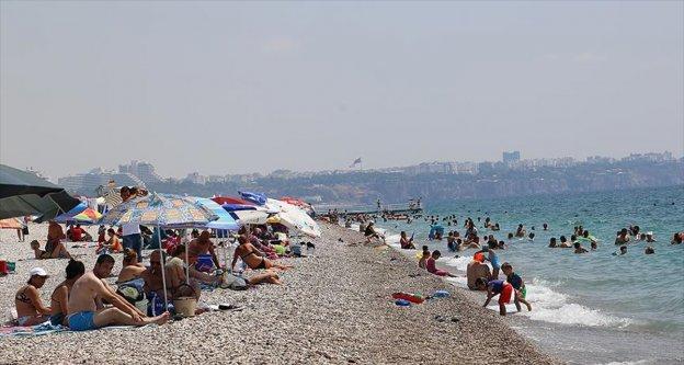Antalya'da yoğun nem bunalttı