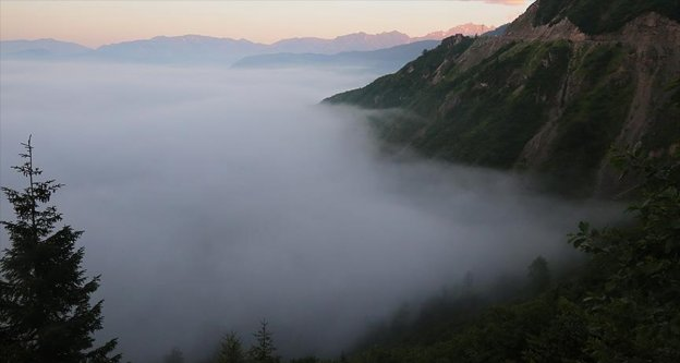 Artvin'de bulutların 'büyüleyen dansı'