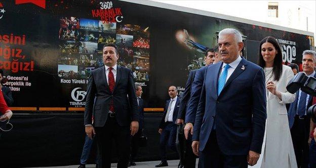 Başbakan Yıldırım'dan '360 derece, karanlık gece' tırına ziyaret