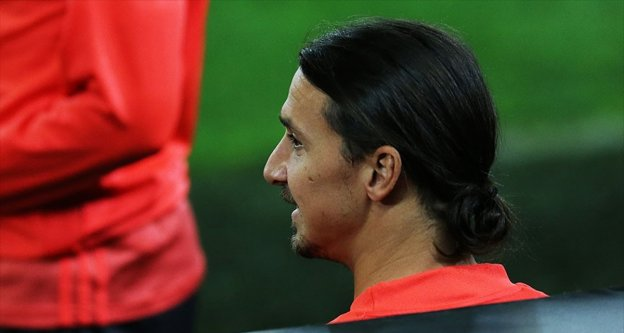 Manchester United Teknik Direktörü Mourinho: Ibrahimovic'e kapımız açık