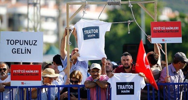 Suikast girişimi davasını izlemeye 'hain' yazılı tişörtlerle geldiler