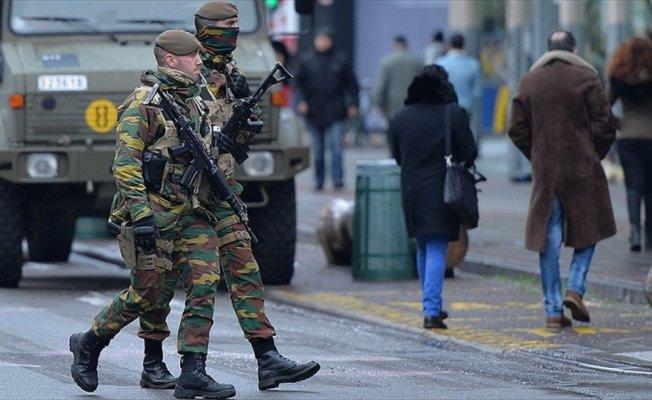 Belçika'da askerler 2020'ye kadar sokakta