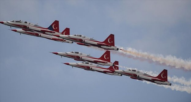 Türk Yıldızları Maçka şehitleri anısına uçtu