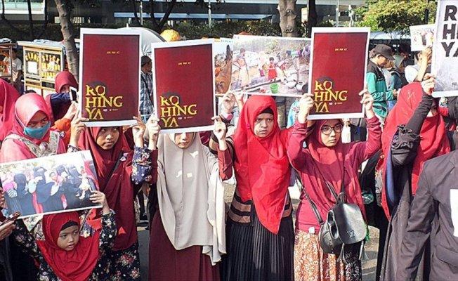 Endonezya'da Arakanlı Müslümanlara yönelik katliam protesto edildi