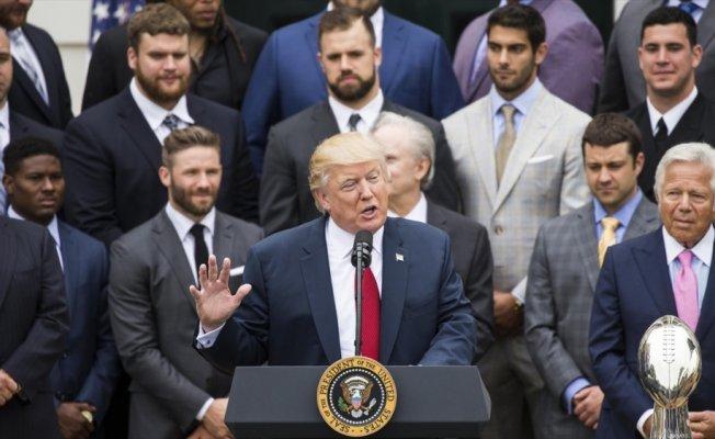"""Trump'tan NFL'e çağrı: """"Milli marş esnasında diz çökülmesini yasakla"""""""