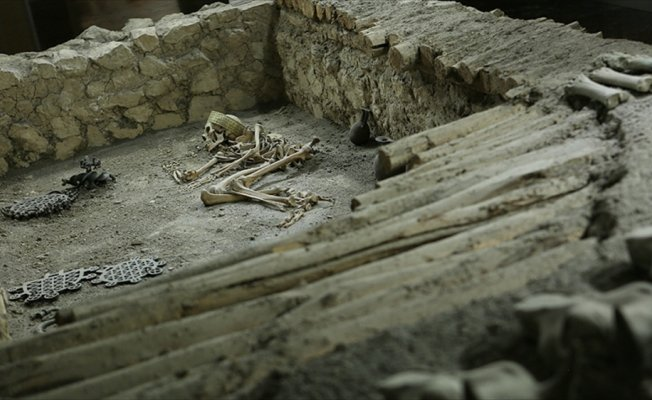 4 bin 500 yıllık erkek iskeletlerinde 'halhal' bulundu
