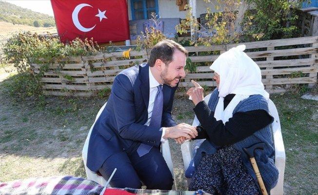 Bakan Albayrak Hesna nineyi ziyaret etti