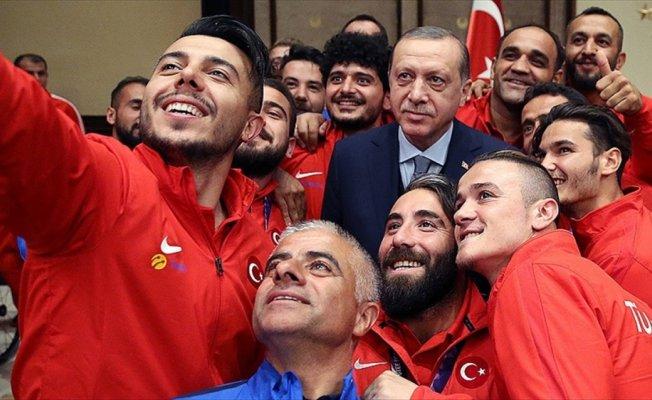 Cumhurbaşkanı Erdoğan Ampute A Milli Takımlarını kabul etti