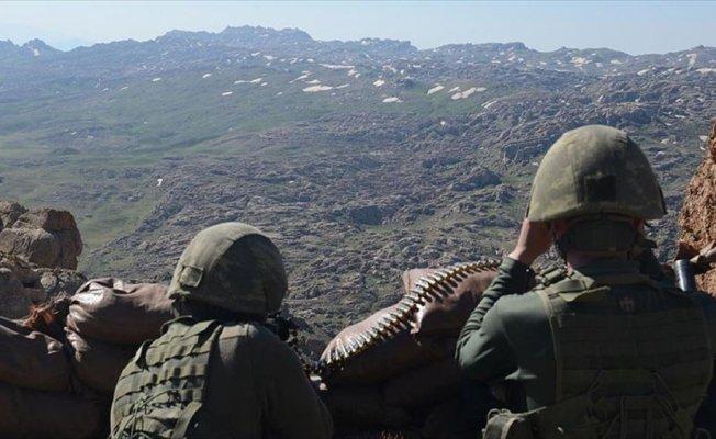 Diyarbakır'da yaralanan güvenlik korucusu şehit oldu