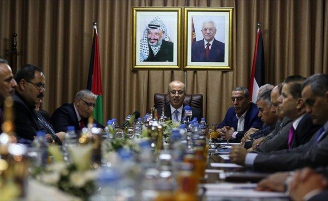 Filistin uzlaşı hükümetindeki bakanlar Gazze'deki görevlerini teslim aldı