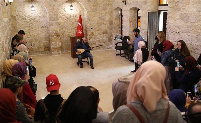 Kudüs'te şiirli türkülü Türkçe heyecanı