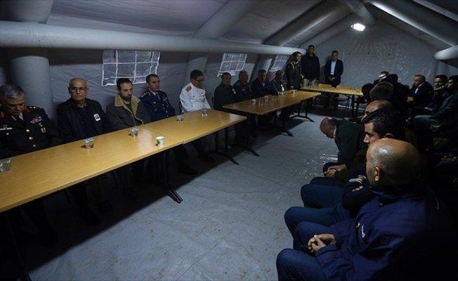 Kuvvet komutanları, şehit ailesine taziye ziyaretinde bulundu