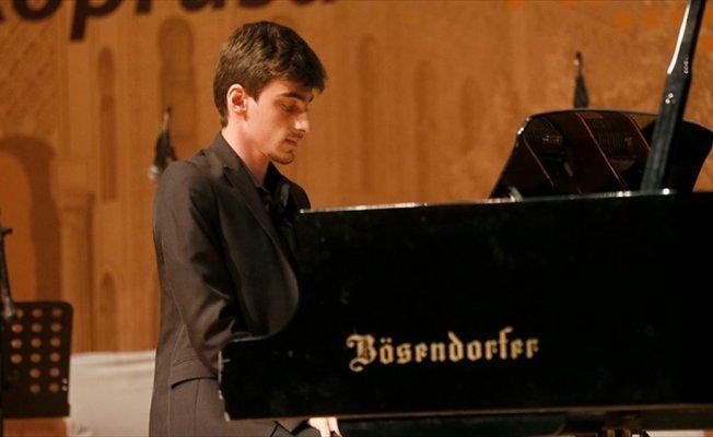 Otizmli Yunus Yazar ilk konserini verdi
