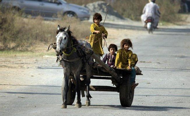 Pakistan'da yoksul kız çocuklarının yaşam mücadelesi