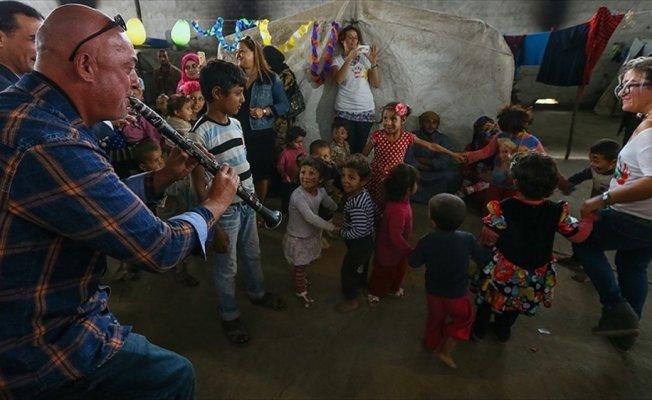 Suriyeli çocuklar için 10 dilde şarkı söylediler