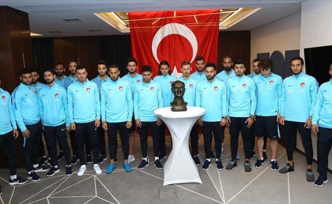 A Milli Futbol Takımı'ndan Atatürk'ü anma töreni