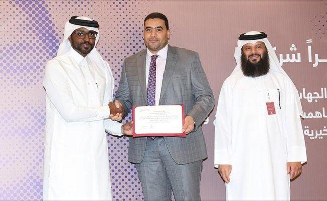 AA Katar Temsilcisine plaket