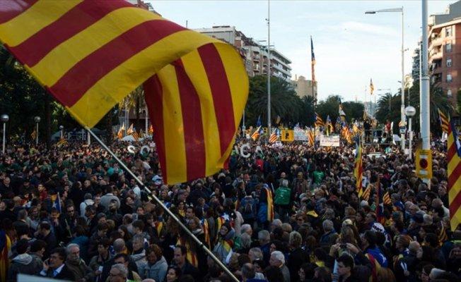 Barselona'da tutuklu Katalan siyasetçilerin serbest bırakılması için protesto