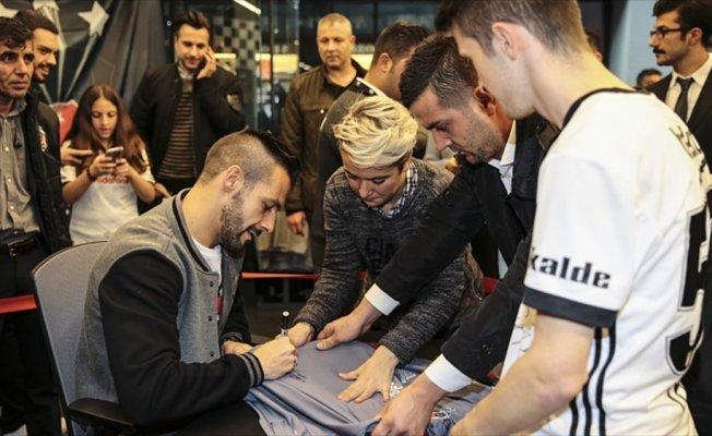 Beşiktaşlı Negredo'nun imza gününe yoğun ilgi