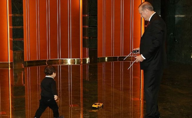 Cumhurbaşkanı Erdoğan torunuyla fotoğrafını paylaştı