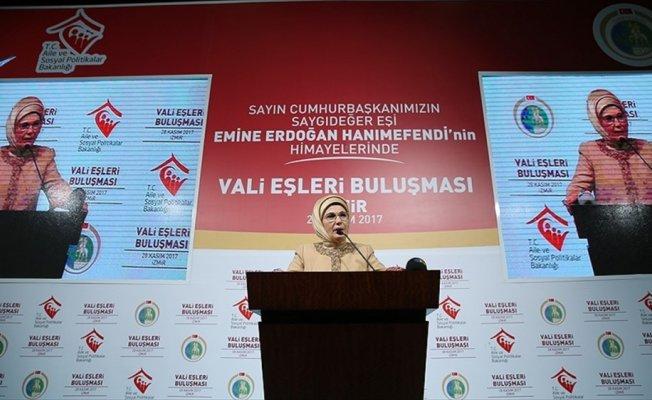 Emine Erdoğan İzmir'de vali eşleriyle bir araya geldi