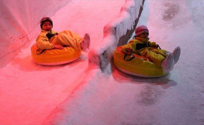 Antalya'da kar eğlencesi
